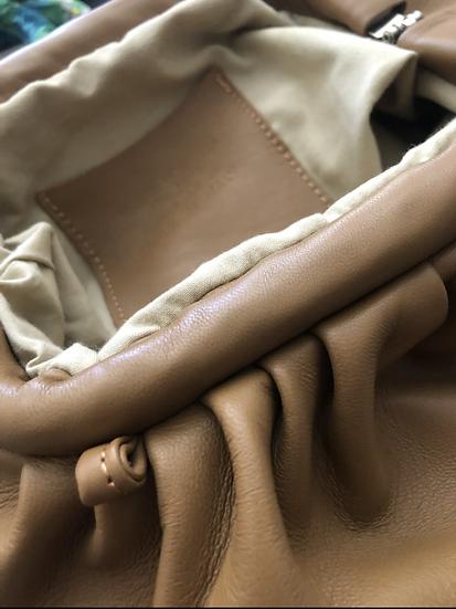 Borsa pochette pelle color cammello