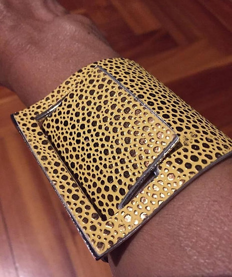 bracciale giallo bruciato e metallo