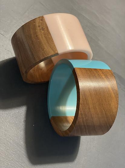 Bracciale legno e colori pastello, azzurro o rosa