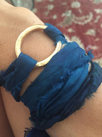bracciale fermaglio bronzo e nastro seta blu scuro