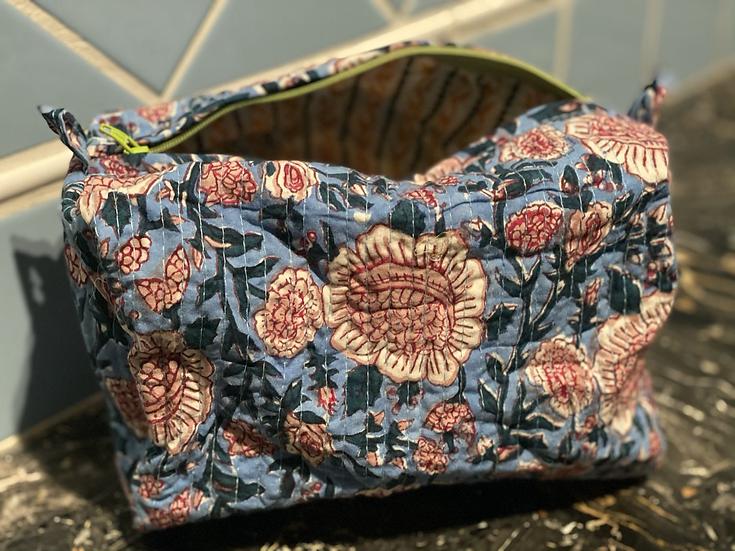 Trousse fantasia fiori azzurri