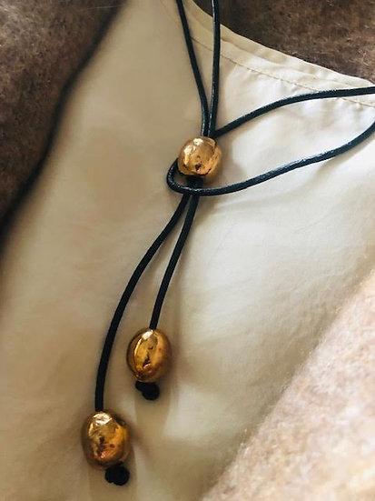 collana cuoio nero perle di bronzo