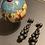 Thumbnail: Orecchini neri a grappolo