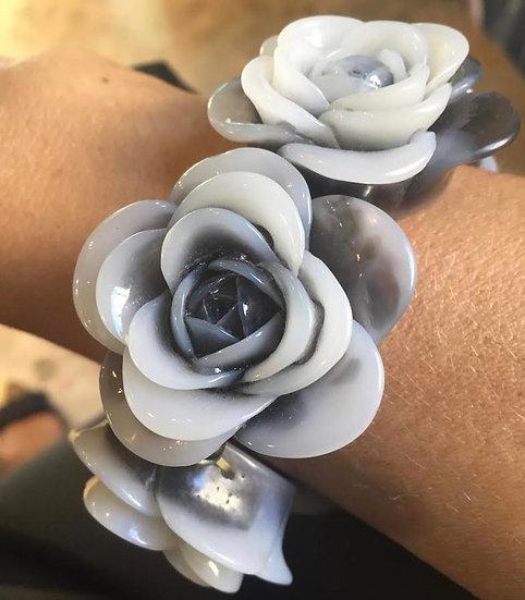 bracciale con rose grigie in resina