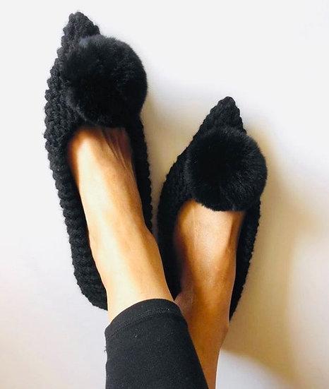 pantofole nere uncinetto con pompom