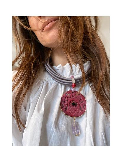 Collana grigio perla, rosso mattone, lavanda