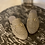 Thumbnail: Sabots rafia sabbia morsetto dorato