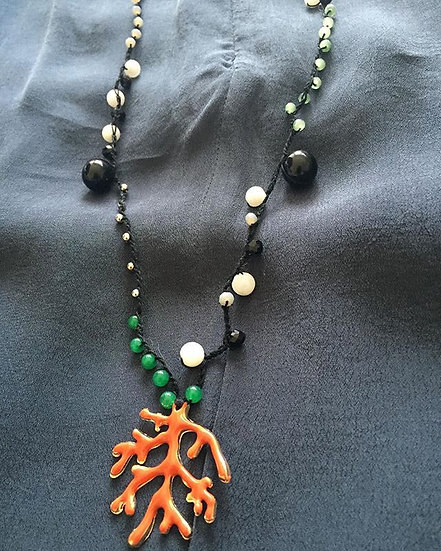 Collana lunga uncinetto ,pietre  semi preziose e ciondolo corallo