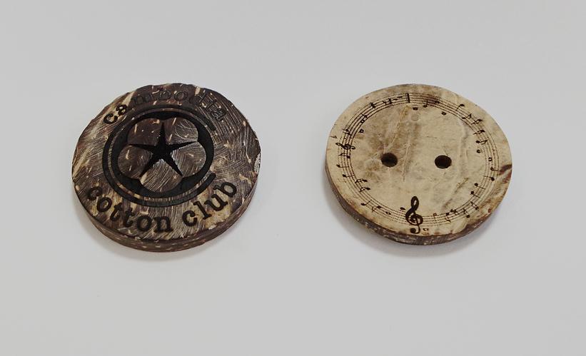Podea ココナッツボタン彫刻