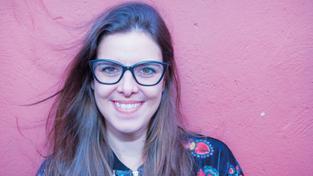 // Reflexão sobre crítica de teatro e escrita criativa com Daniela Avila Small