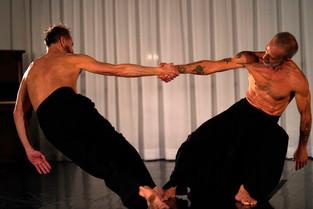 // Bailarinos renomados ocupam Teatro Preqaria