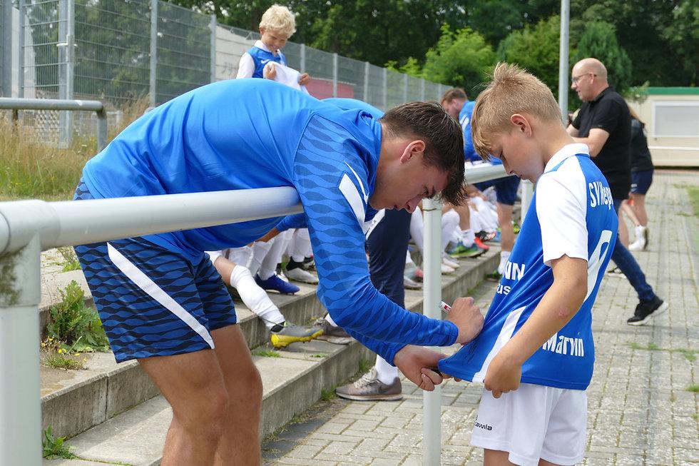 Fußballcamp_Tag 2_Profibesuch (39).JPG