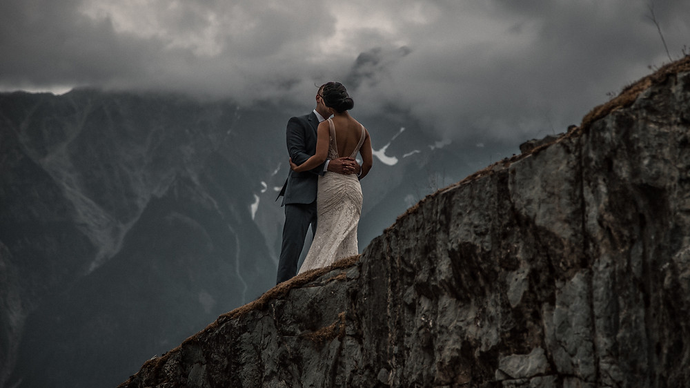 Couple kissing in Pemberton during First Look