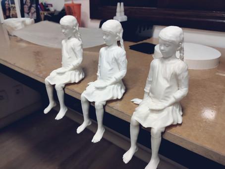 Arte impressa 3D – Projeto estátua garota sentada