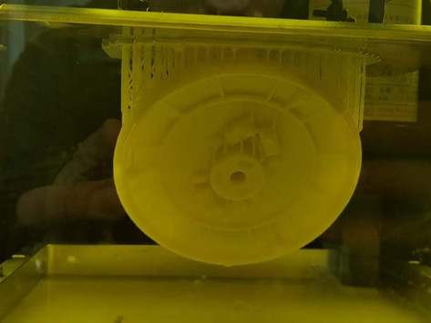 Impressão 3D SLA.  Pós-Processo de Cura UV da resina