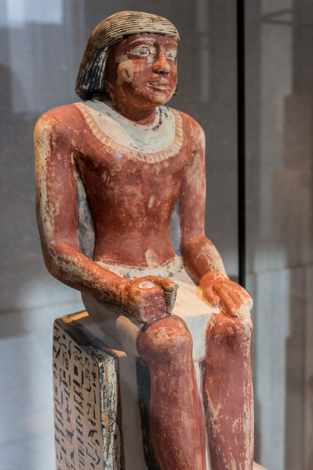 Seated statue of Hetepni, chamberlain of the King. Old Kingdom, 6th Dynasty, 2200BC, from Saqqara, Neues Museum AM 34428