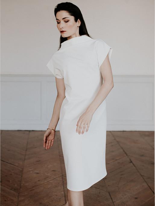 Robe T, une coupe minimaliste pour ette robe en maille  simple élégante . Made in france.