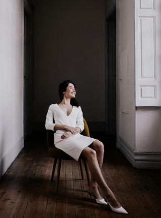 Juliette, une petite robe en  maille ivoire parfaite pour un mariage civil.