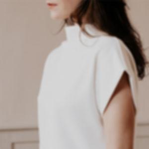 robe blanche minimaliste.jpg