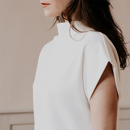 robe blanche minimaliste. simple, créatrice toulousaine Delphine Josse, made in france