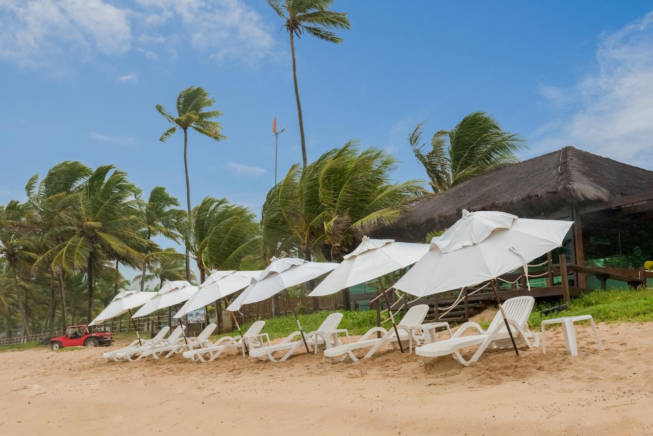 Praia em frente ao resort