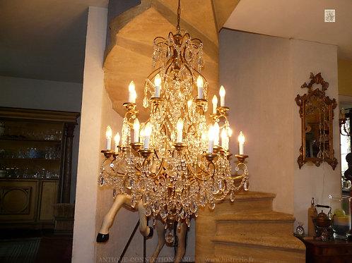 Grand lustre de Château avec 24 feux - Ø 100 cm.