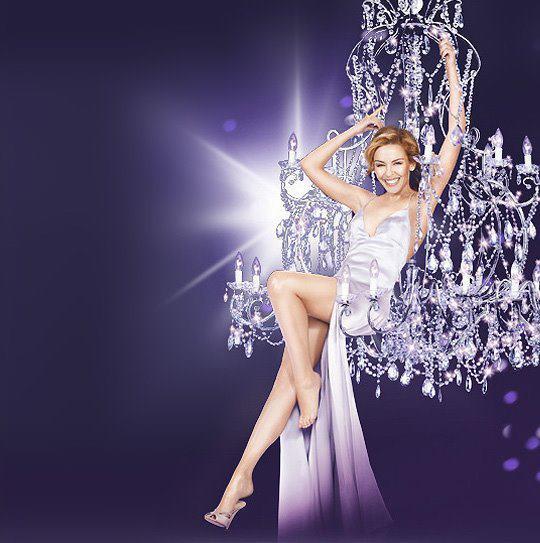 Kylie Minogue en photo dans l'un de nos lustres (Vidéo)