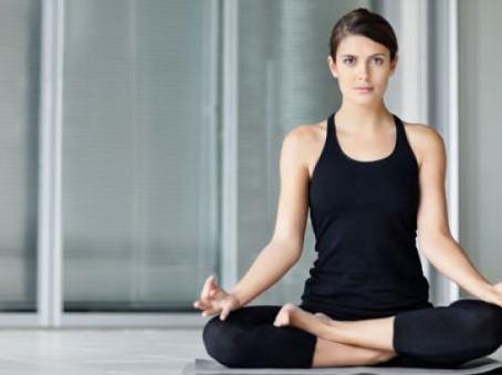 Yoga e psicologia: relazione mente – corpo e presenza mentale nella quotidianità