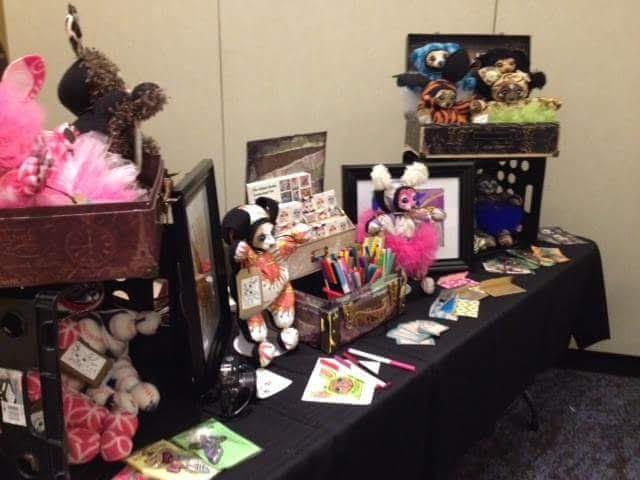 Iia's Art Table