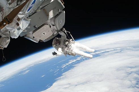 astronaut-67644_1280-compressed.jpg