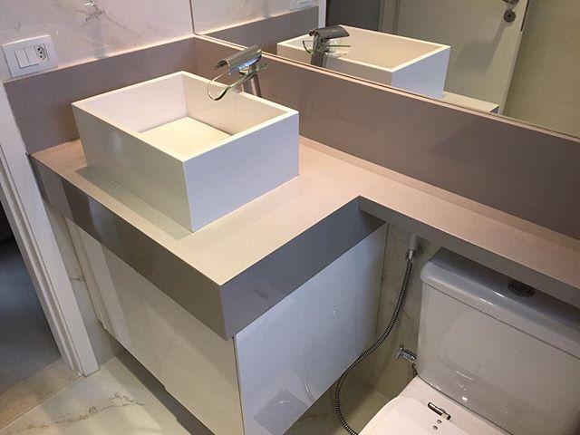 Lavatório em prime cinza com cuba em branco prime nano esculpida