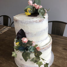 Duckies are hidding Wedding cake