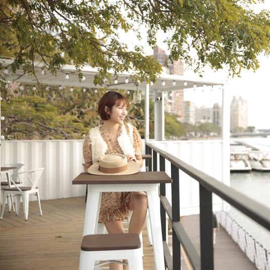 白色戀人貨櫃河畔