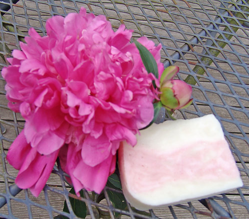 Luxury Peony Goat's milk soap / Bagātīgas Peonijas kazas piena ziepes