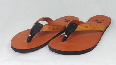 Handgemaakte slipper met struisvogelleer