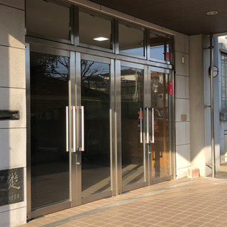 ここがビルの入り口です
