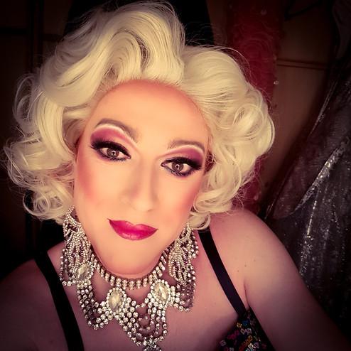 Lady Vegas in der Künstlergarderobe