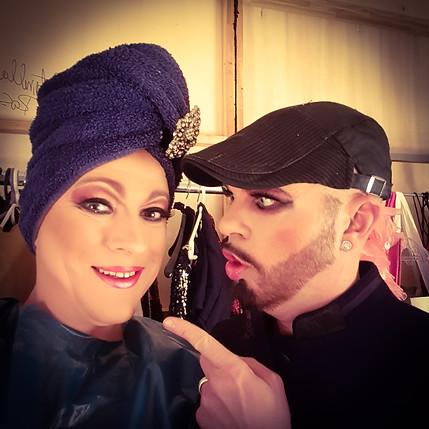 Lady Vegas in der Garderobe