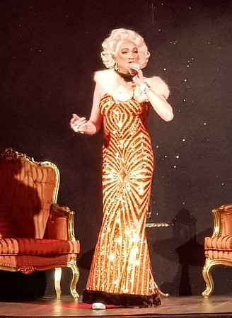 Lady Vegas live Theater Schiefe Ebene