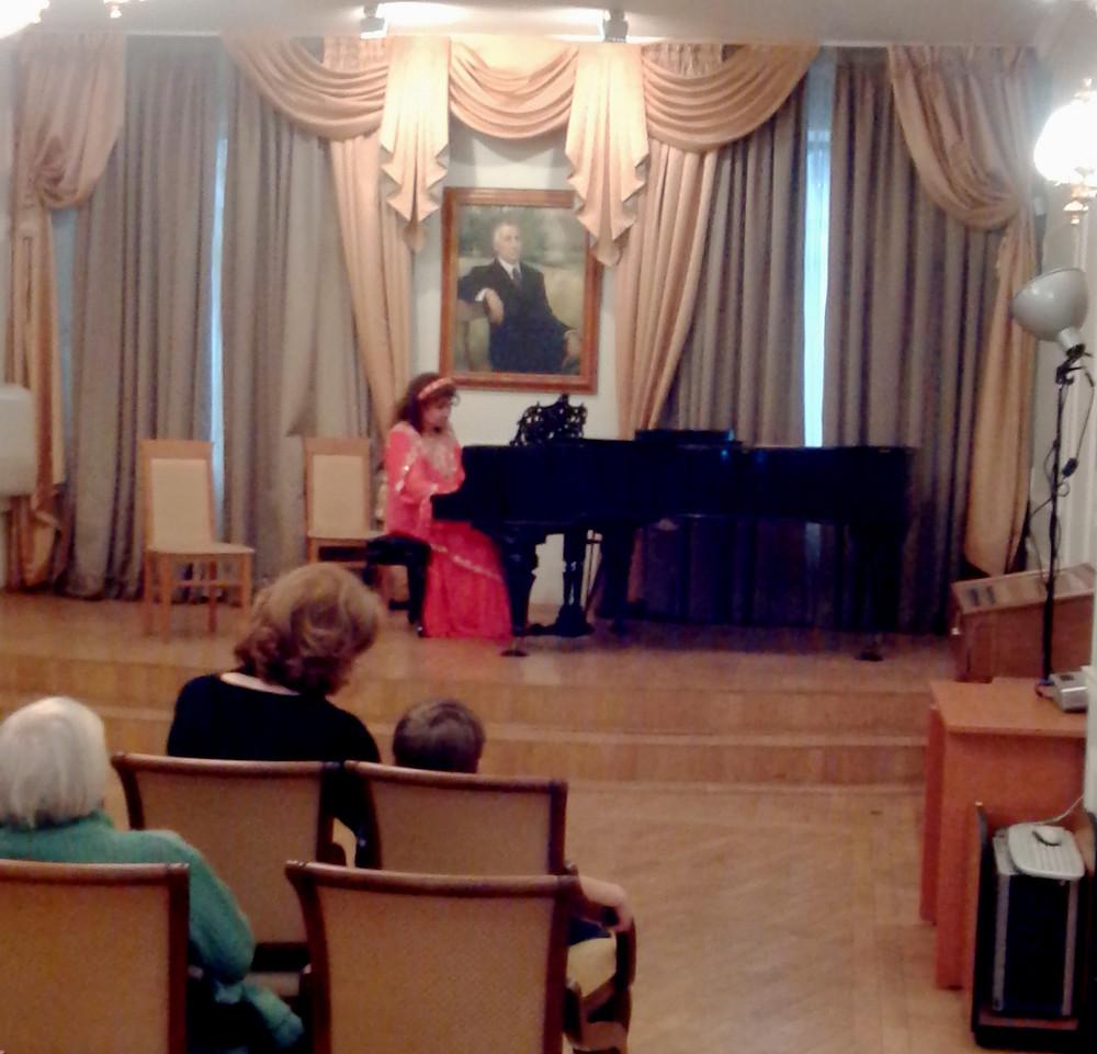 У рояля Валентина Беляева