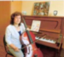 уютный класс для занятий на фортепиано, скрипке и виолончели