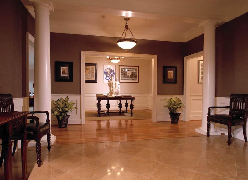 SAE foyer