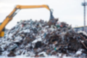 Scrap metal recycling plant and crane-lo