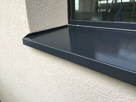 Fensterbank pulverbeschichtetmit Putzbor