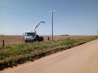 en el camino al tropezón reemplazamos postes