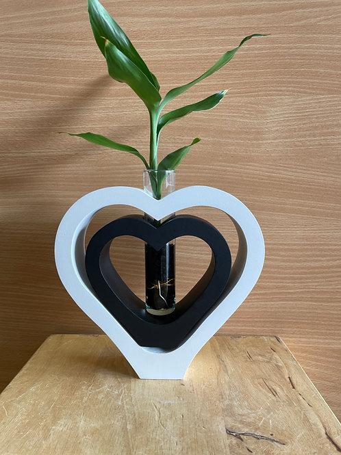 Mango wood vase DBL heart White black