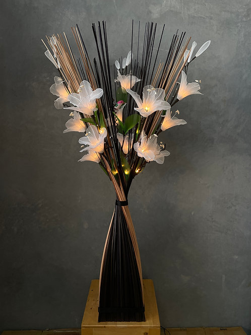 Sq black - white  white Lily bird light