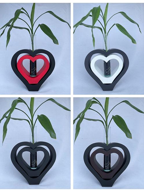 Mango wood vase dbl heart Bl