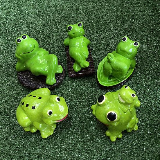 Little green frog garden ornament x 5 pcs