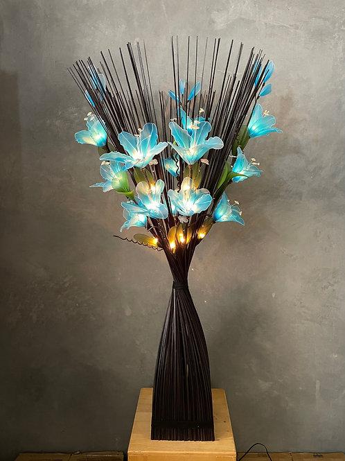Sq black,  - light blue  lily bird light